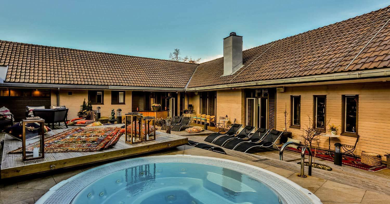 Innergård med pool
